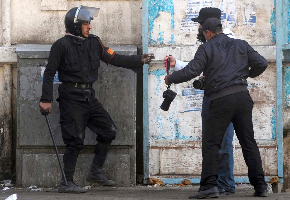 bp181 Египет: акции протеста после инцидента на футболе в Порт Саиде