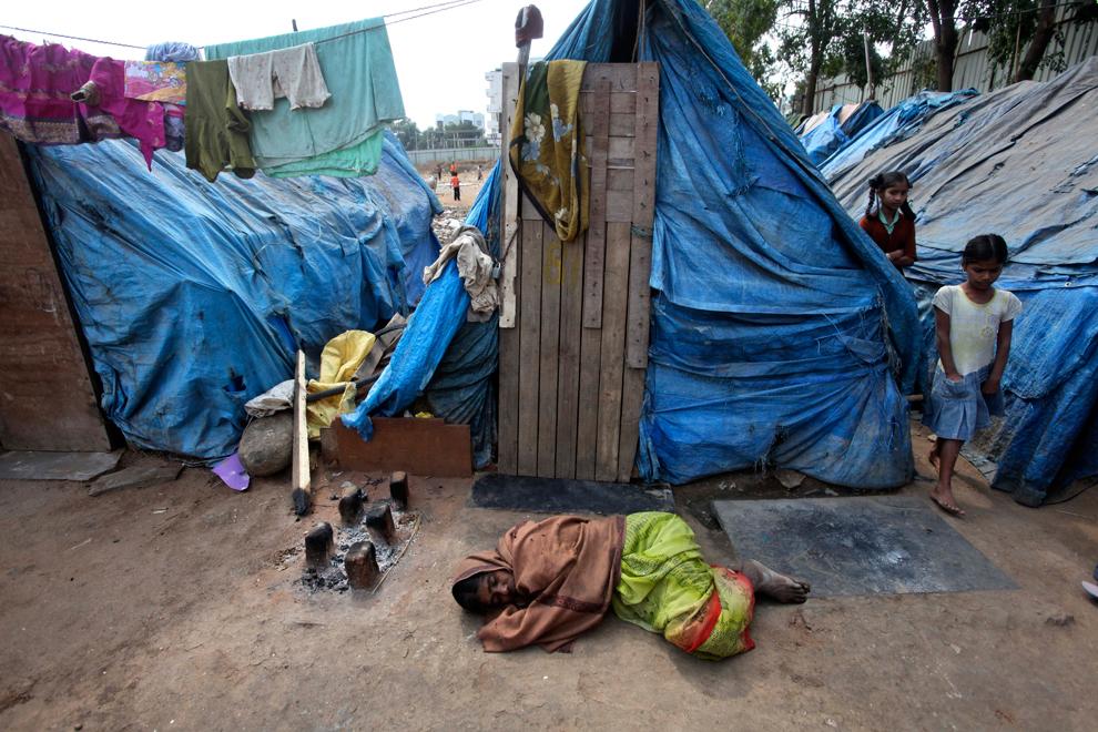 bp264 Жители трущоб в разных странах мира