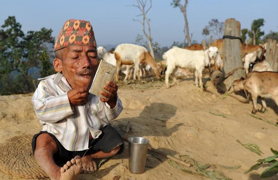 enhancef Самый маленький человек найден в непальской деревне