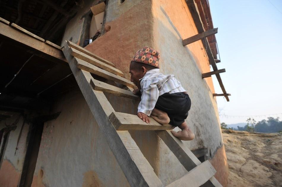 enhanceh Самый маленький человек найден в непальской деревне