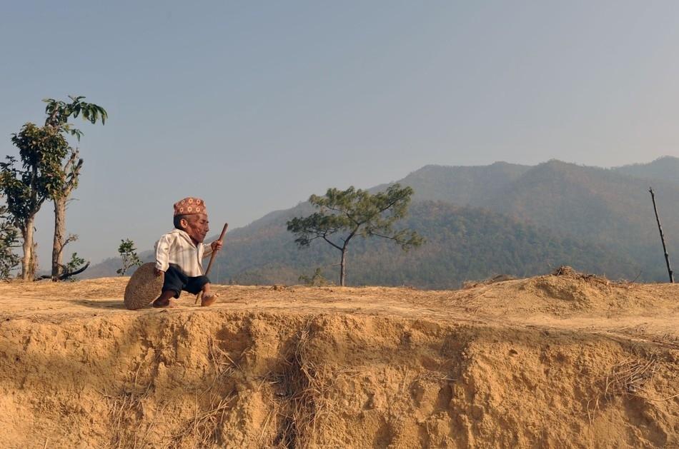 enhancej Самый маленький человек найден в непальской деревне