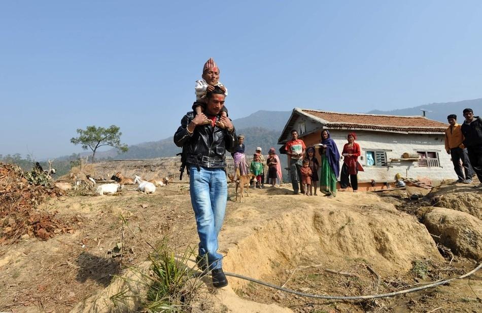 enhancek Самый маленький человек найден в непальской деревне