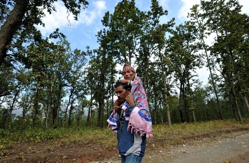 enhancel Самый маленький человек найден в непальской деревне