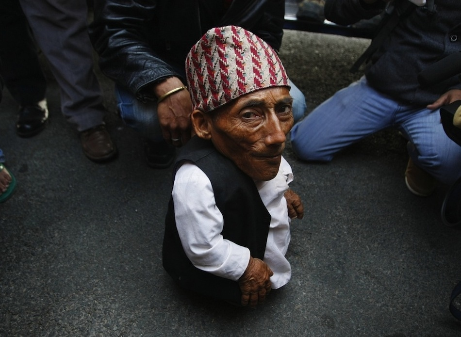 enhanceu Самый маленький человек найден в непальской деревне