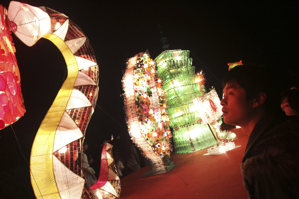 lantern festival 2012 17 Фестиваль фонариков