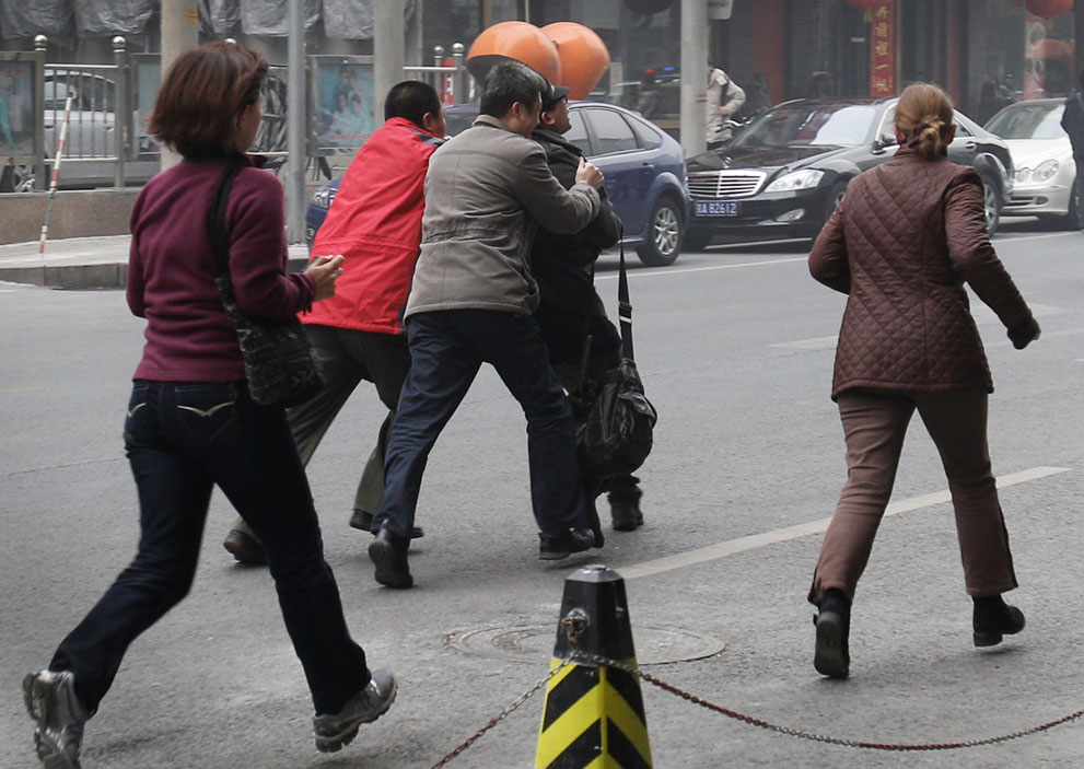s c41 22008646 Китай протестует