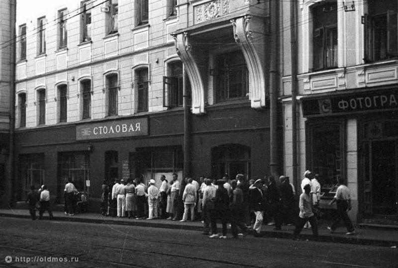 1058 История московской очереди в фотографиях