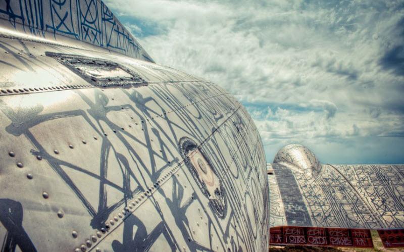 1082 Проект Boneyard – уличные художники расписали граффити списанные военные самолеты
