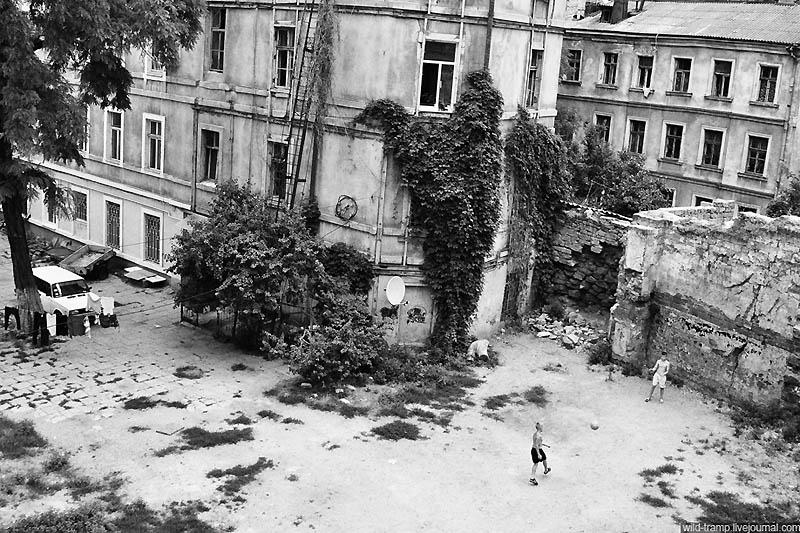 1085 Черно белое закулисье одесских дворов