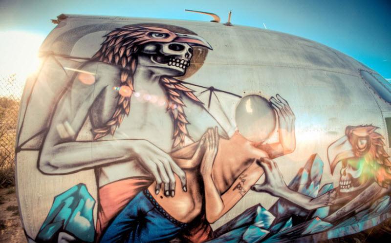 11115 Проект Boneyard – уличные художники расписали граффити списанные военные самолеты
