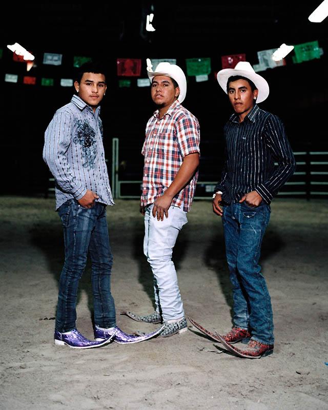 11179 Новое увлечение Мексики: остроносые туфли для танцев