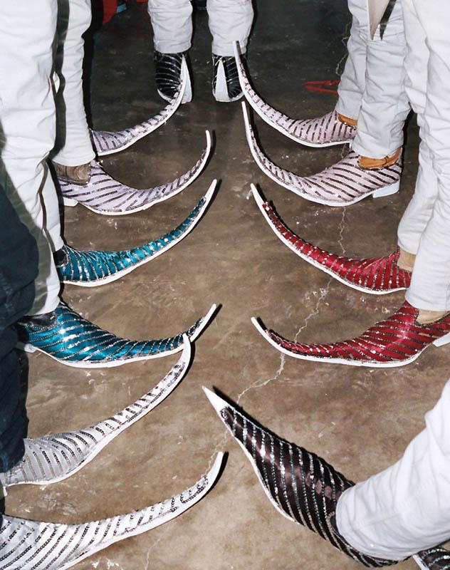 12150 Новое увлечение Мексики: остроносые туфли для танцев
