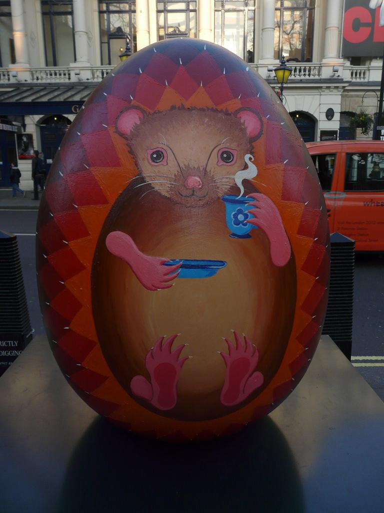 1242 Большая пасхальная охота за расписными яйцами в Лондоне