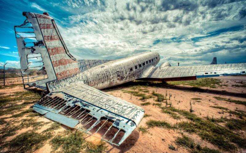 1278 Проект Boneyard – уличные художники расписали граффити списанные военные самолеты