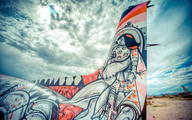 1279 Проект Boneyard – уличные художники расписали граффити списанные военные самолеты