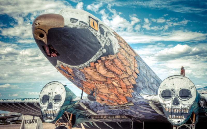 Граффити списанные военные самолеты