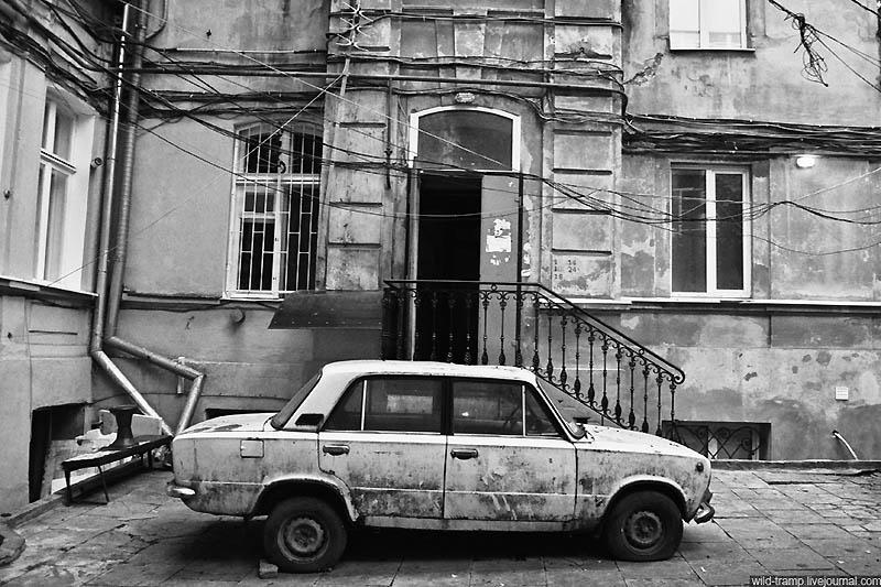 1369 Черно белое закулисье одесских дворов