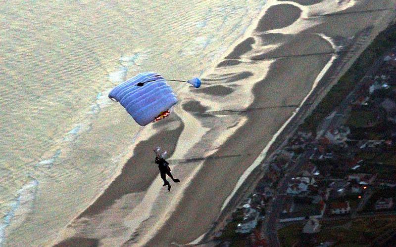 1375 Феликс Баумгартнер готовится к прыжку из космоса