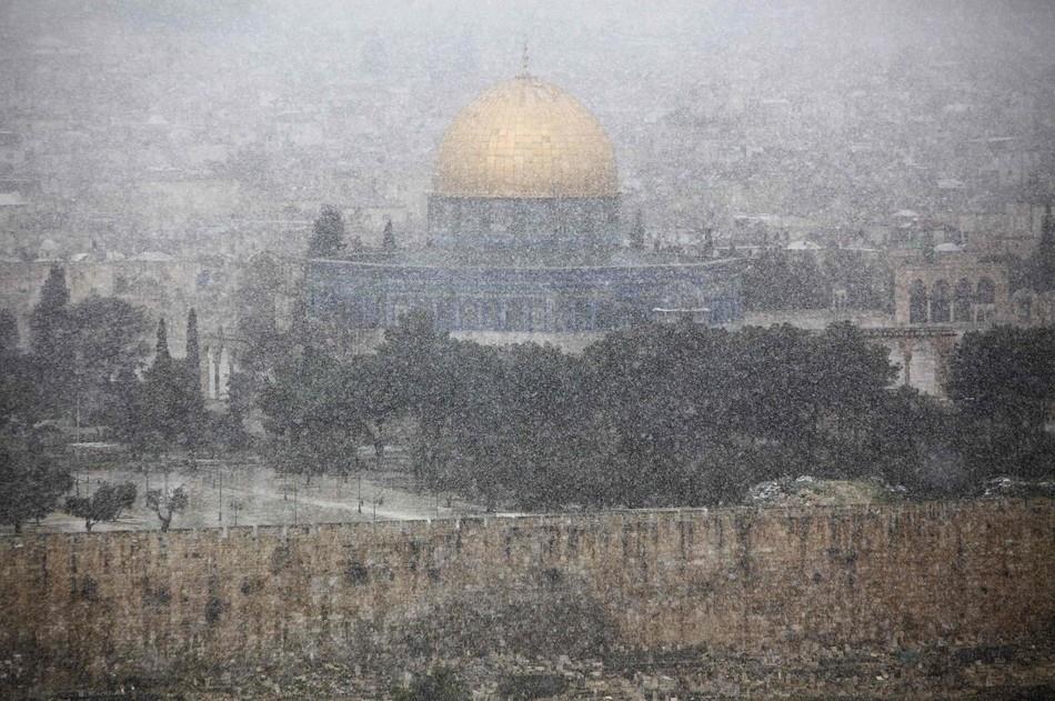 140 Иерусалим занесло снегом