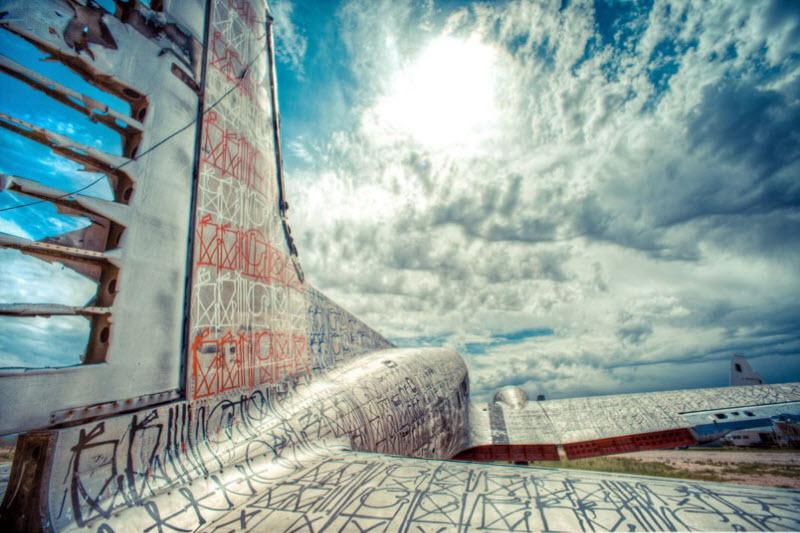 1462 Проект Boneyard – уличные художники расписали граффити списанные военные самолеты