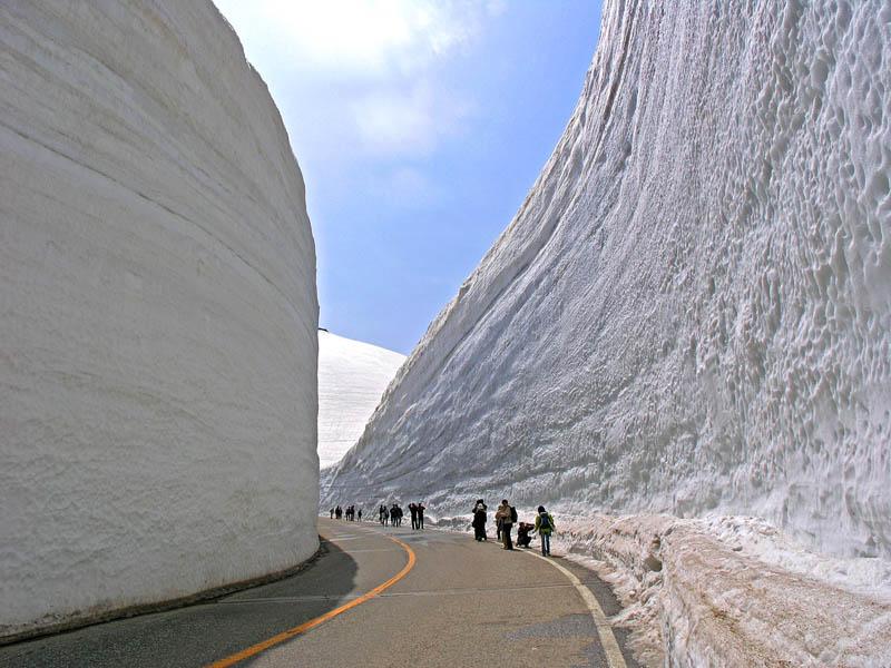 1493 Коридор из снега высотой 20 метров
