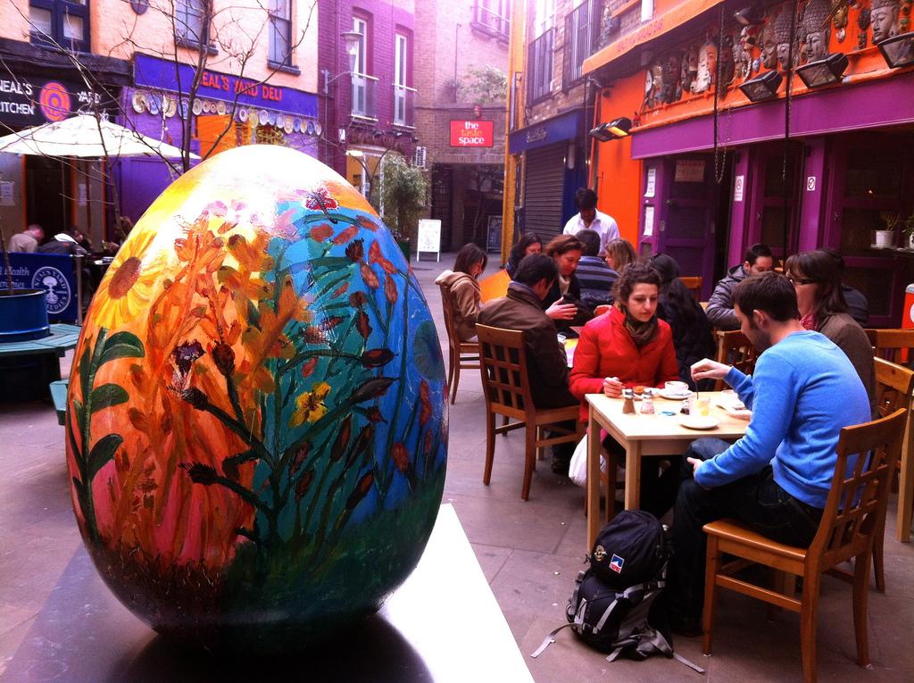 1533 Большая пасхальная охота за расписными яйцами в Лондоне