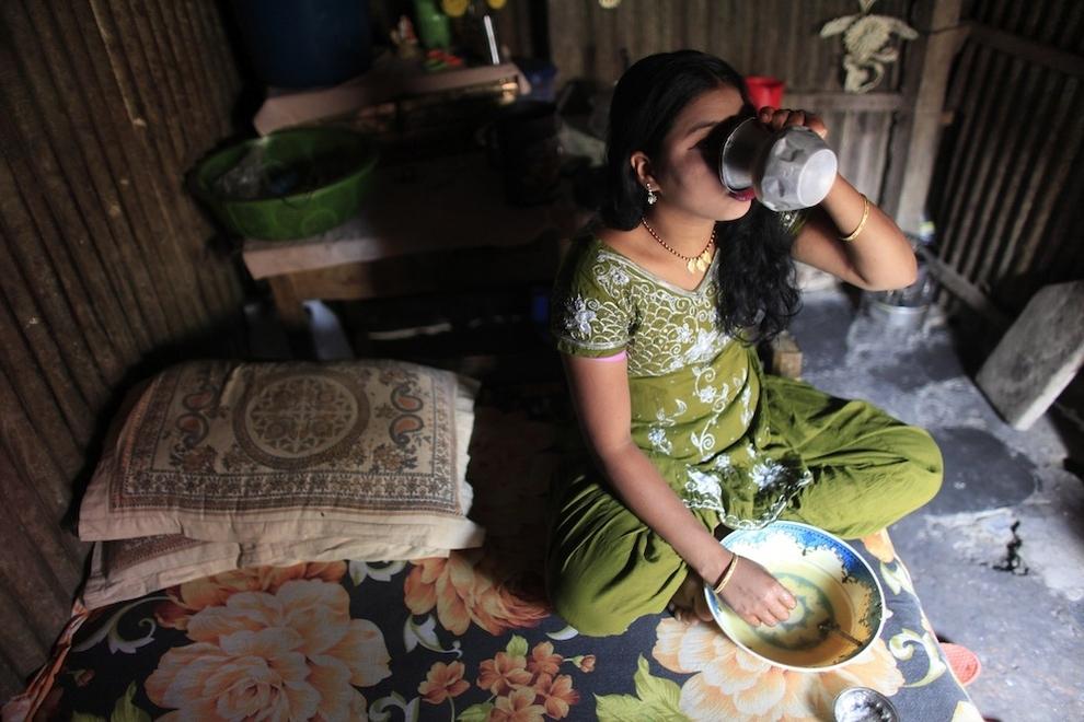 1579 Малолетние проститутки Бангладеш