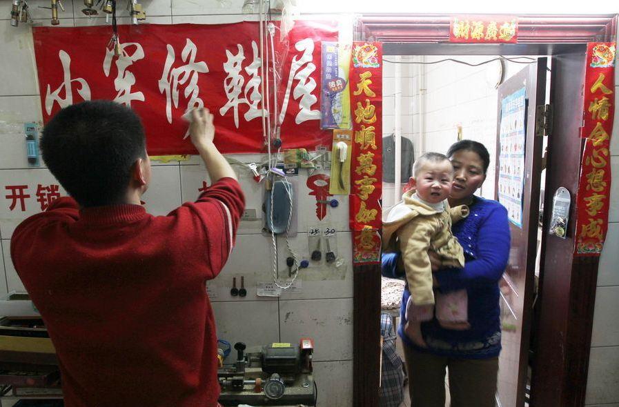 20120314195412181 Китайская семья шесть лет живёт в туалете