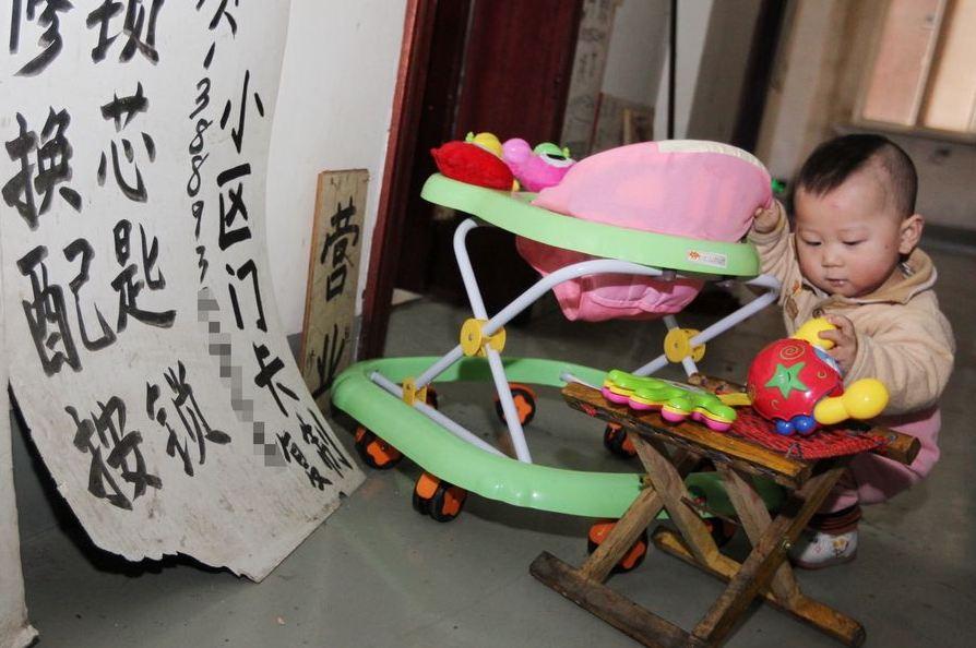 20120314195413466 Китайская семья шесть лет живёт в туалете