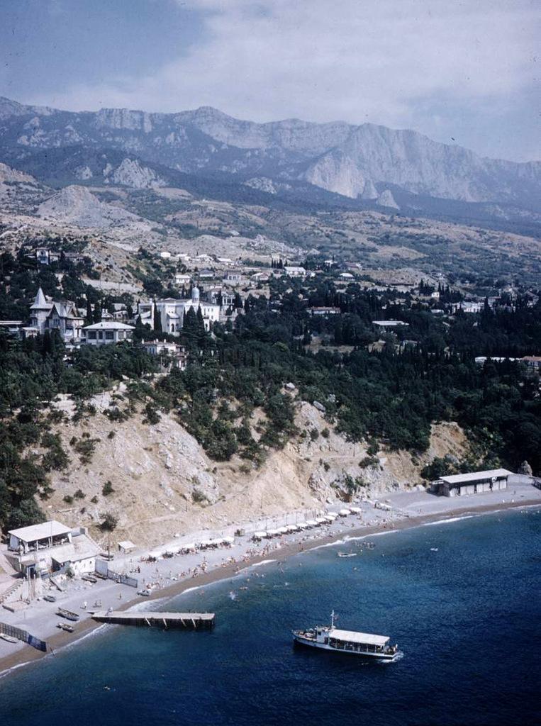2034 Крым 1958 года в цвете