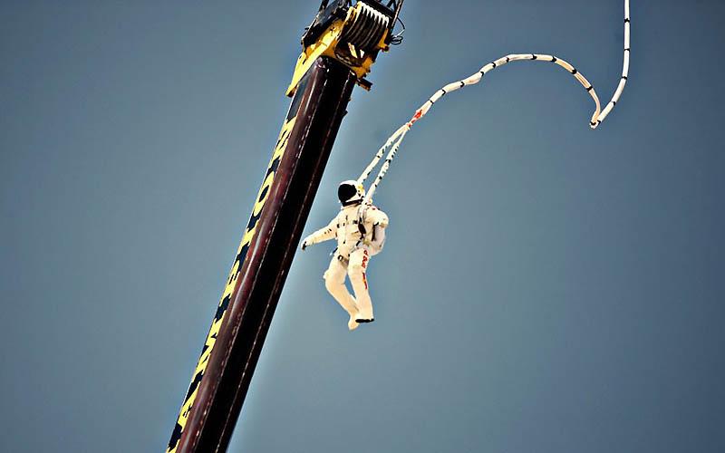 2049 Феликс Баумгартнер готовится к прыжку из космоса