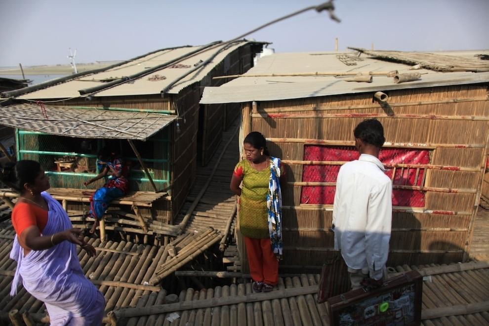 21108 Малолетние проститутки Бангладеш