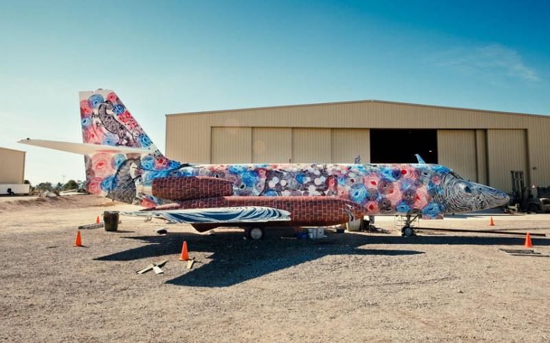2182 Проект Boneyard – уличные художники расписали граффити списанные военные самолеты