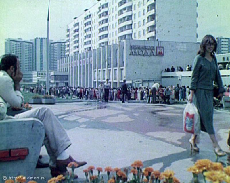 2233 История московской очереди в фотографиях