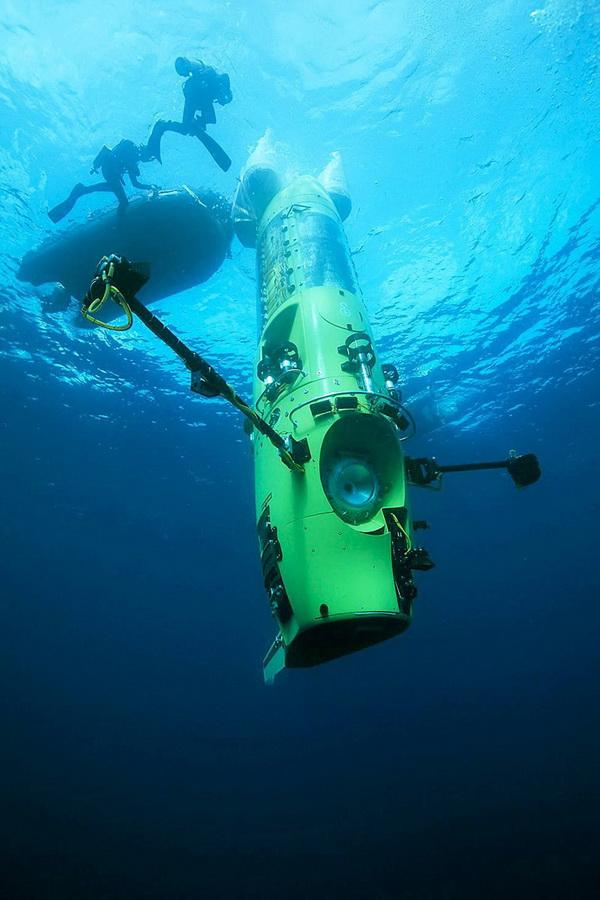 2375 Режиссер Титаника совершил одиночное погружение на дно Марианской впадины