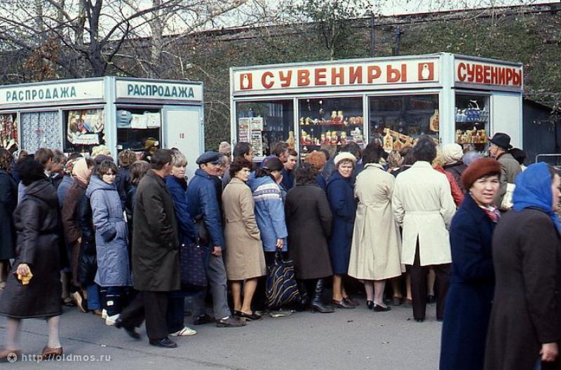 2425 История московской очереди в фотографиях
