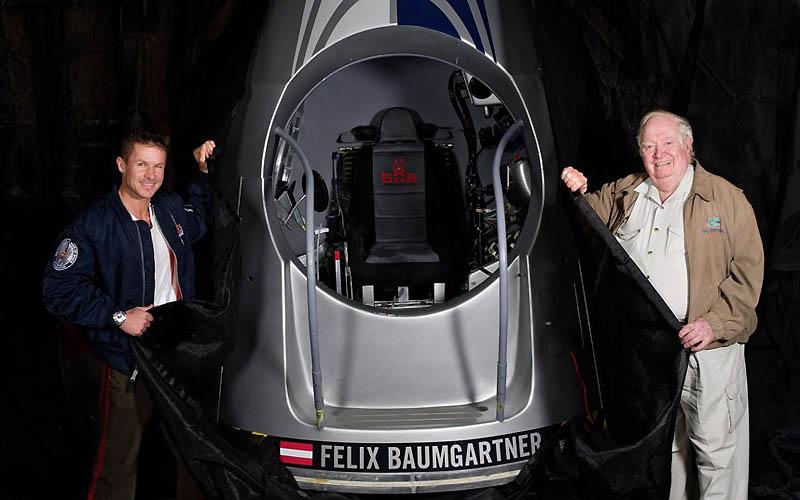 2439 Феликс Баумгартнер готовится к прыжку из космоса