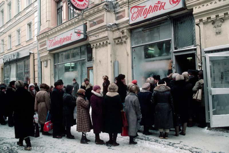2523 История московской очереди в фотографиях