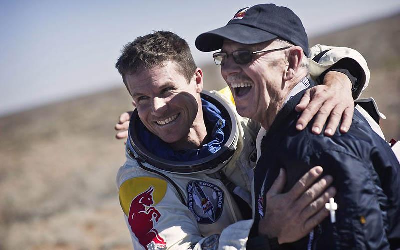 2537 Феликс Баумгартнер готовится к прыжку из космоса