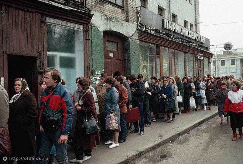 2716 История московской очереди в фотографиях