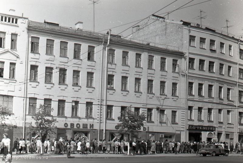 2815 История московской очереди в фотографиях