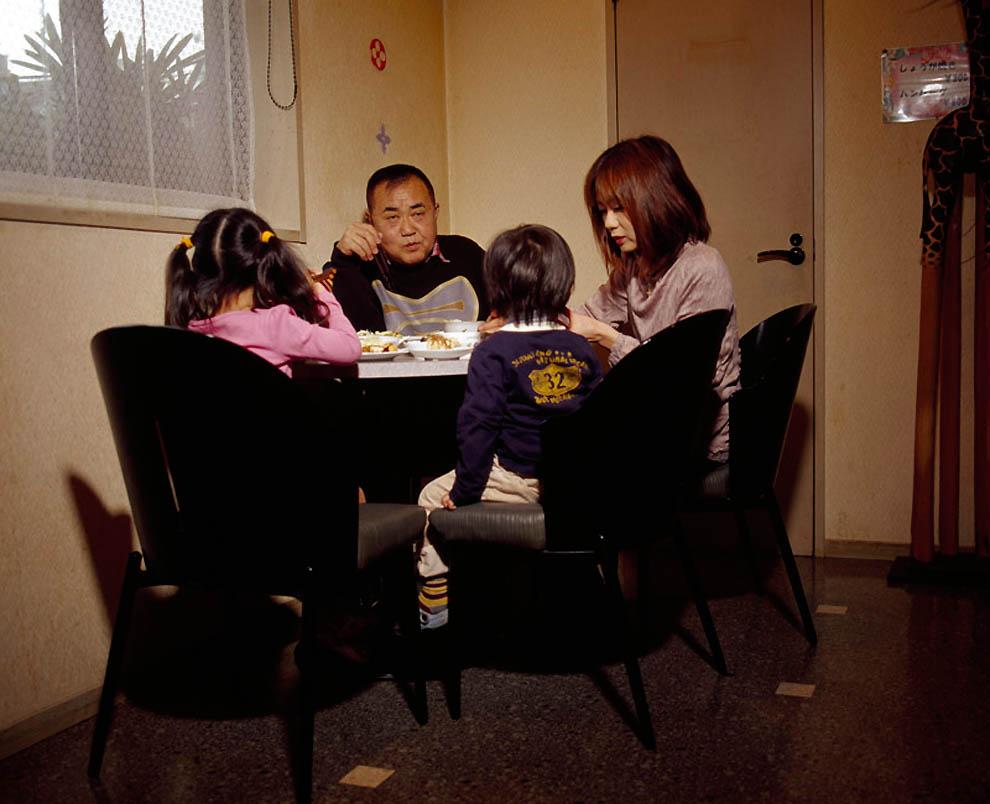 2821 Жизнь современных японцев в фотопроекте «Куда мы отсюда движемся?»