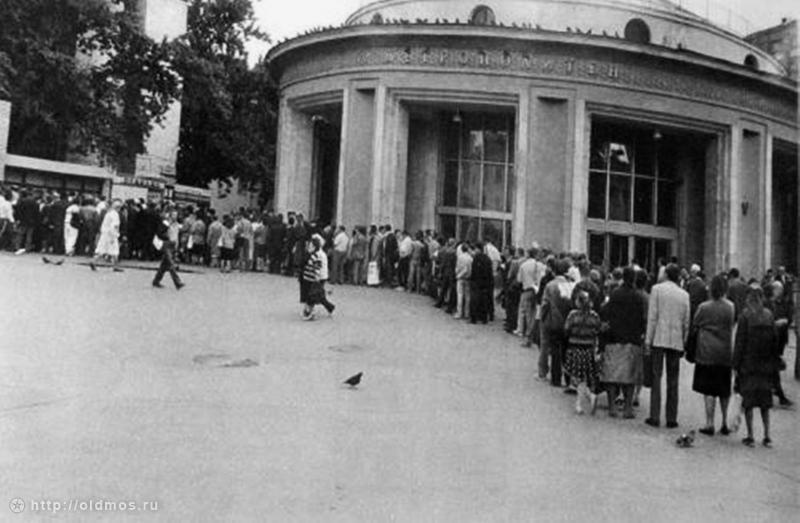 2914 История московской очереди в фотографиях