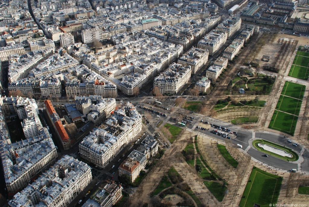 2927 Как выглядит Париж с Эйфелевой башни?