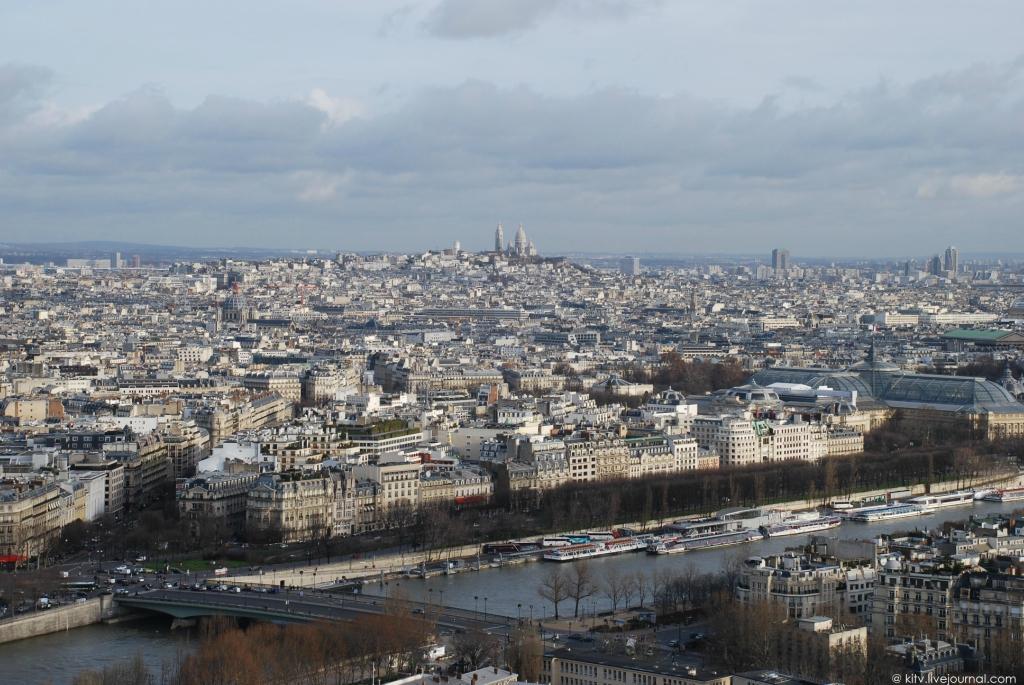 3150 Как выглядит Париж с Эйфелевой башни?
