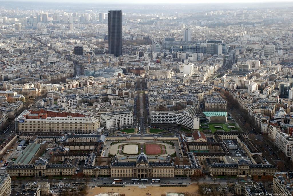 3151 Как выглядит Париж с Эйфелевой башни?