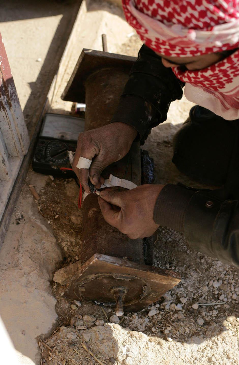 3179 Сирийские повстанцы взрывают дорогу