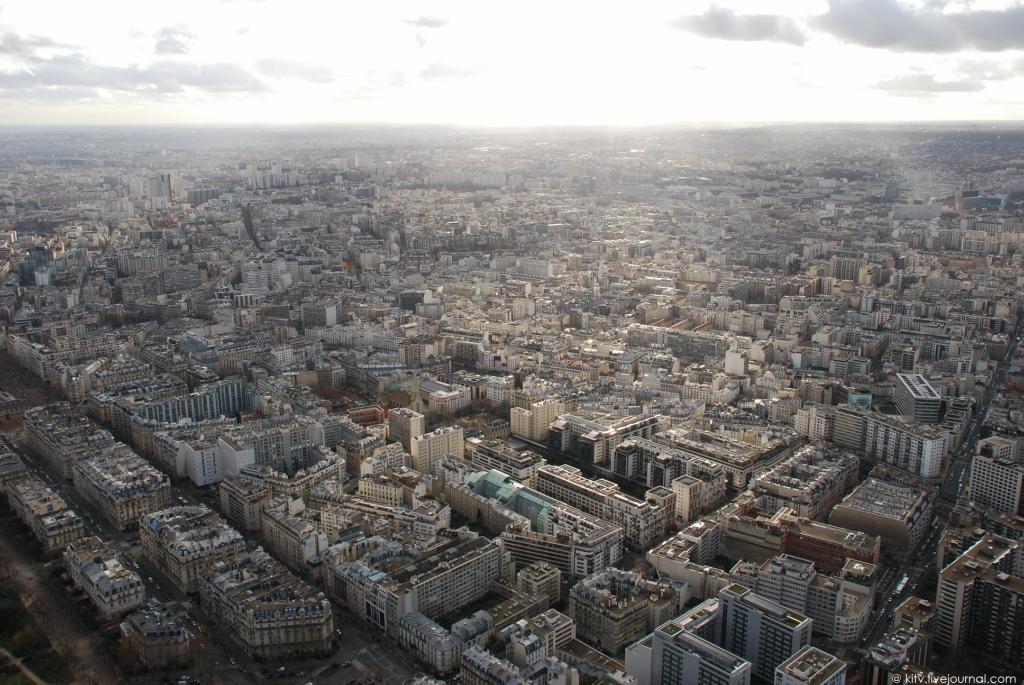 3320 Как выглядит Париж с Эйфелевой башни?