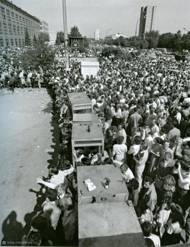 3611 История московской очереди в фотографиях