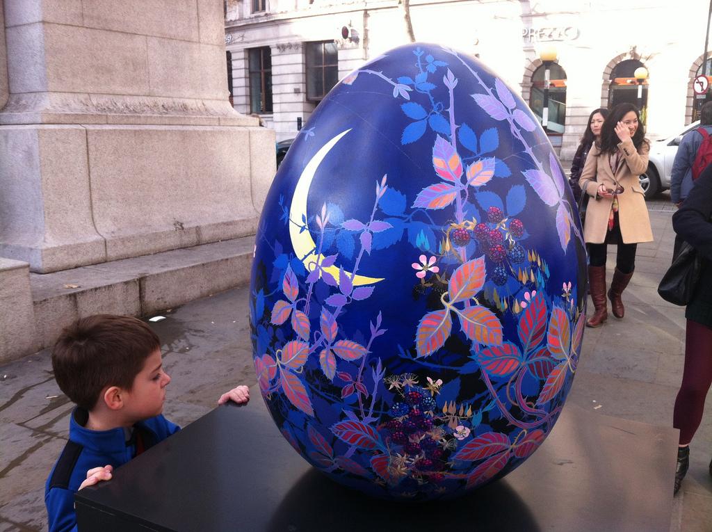 377 Большая пасхальная охота за расписными яйцами в Лондоне